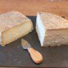 2 cuñas de queso.(1Kg)